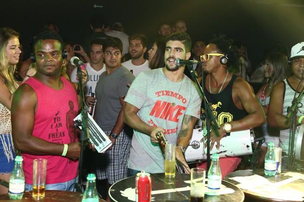 Caio Castro canta em show (Foto: Raphael Mesquita / Divulgação)