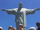 Quanta fofura! Filha de Fernanda Rodrigues e Raoni visita o Cristo Redentor
