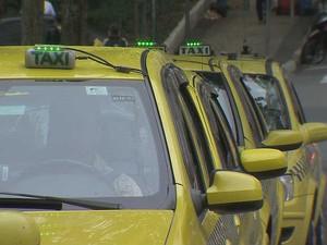 Táxis ponto Parque Halfeld Juiz de Fora 1 (Foto: Reprodução / TV Integração)