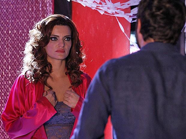 Amparo revela toda a verdade sobre Melissa a Rodrigo (Foto: Amor Eterno Amor/TV Globo)