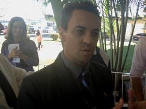 Delegado Deusny durante coletiva de imprensa, Goiás (Foto: Reprodução/TV Anhanguera)