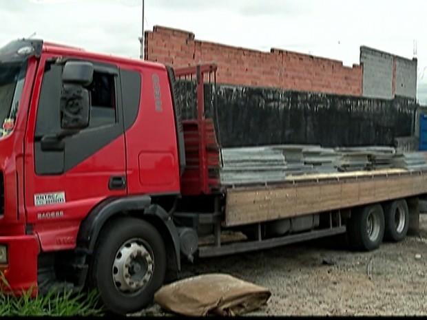 Homens são presos em Suzano em operação de combate ao roubo de carga (Foto: Reprodução/ TV Diário)