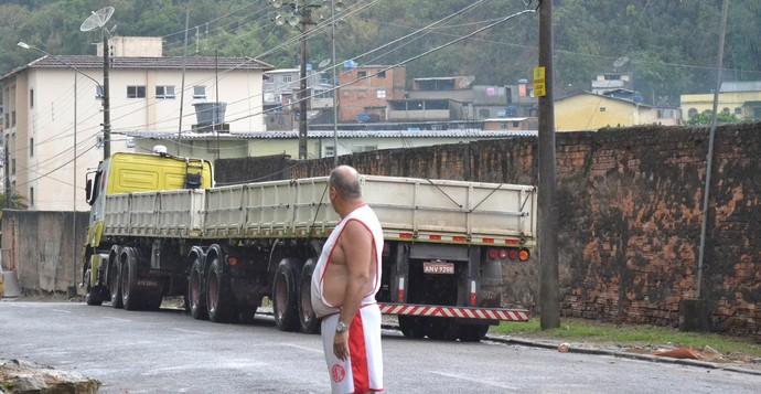 Imediações do alojamento do Teresópolis; sem qualquer dano (Foto: Nova Cidade)