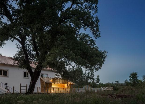 Casa na árvore, mas sem árvore (Foto: Divulgação)
