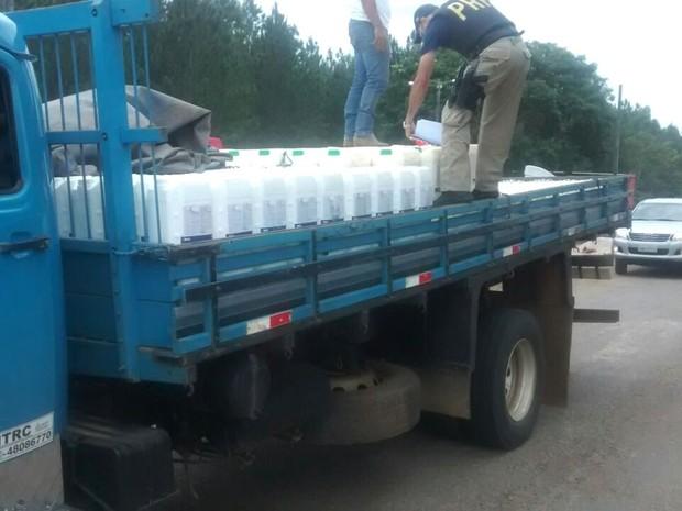 Caminhão foi abordado pela PRF nesta terça-feira, em Vilhena (Foto: PRF/ Divulgação)