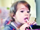 Dado Dolabella posta foto da filha 'hipnotizada' pela TV