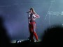 Tove Lo mostra os seios durante show no Lollapalooza e público vibra