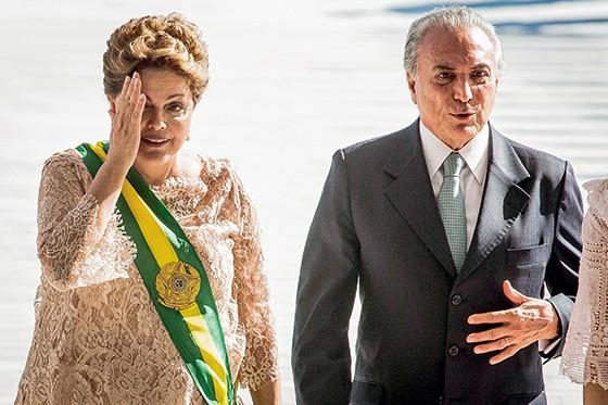 A presidente afastada Dilma Rousseff e o presidente interino Michel Temer (Foto: Eduardo Anizelli/Folhapress)