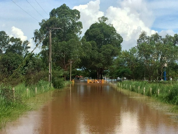 Prefeitura teme que a água invada a vila de pescadores Nossa Senhora dos Navegantes (Foto: Murilo Zara/TV Fronteira)