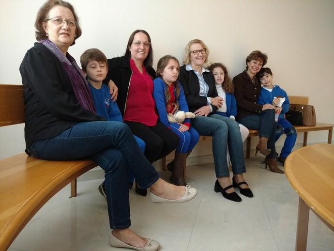 Pequenos e adultos responderam as perguntas do Mistura sobre as expressões que marcaram gerações (Foto: RBS TV/Divulgação )