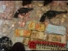 Polícia procura suspeitos de assaltar banco e fazer menor refém, em Goiás