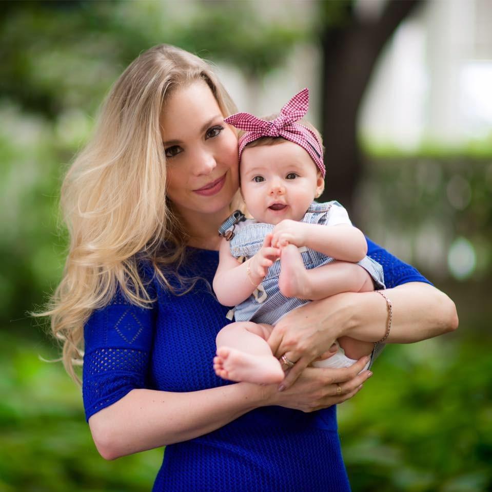 Fernanda Rosa Binder Bianchessi e a filha Helena (Foto: Arquivo pessoal)