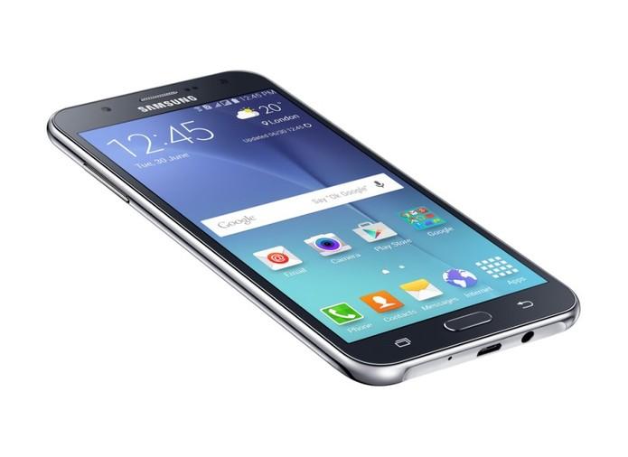 Galaxy J5 é um telefone com TV Digital e bom espaço para músicas (Foto: Divulgação/Samsung)