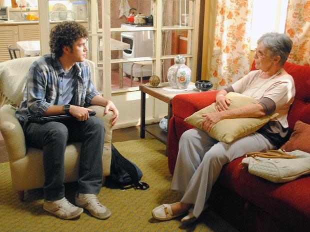 Gabriel diz a Beatriz que vai se casar com Cristal (Foto: Malhação / Tv Globo)