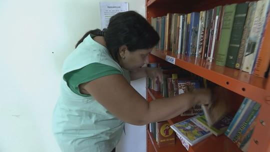 Biblioteca em posto de saúde alivia espera por consulta em Araraquara