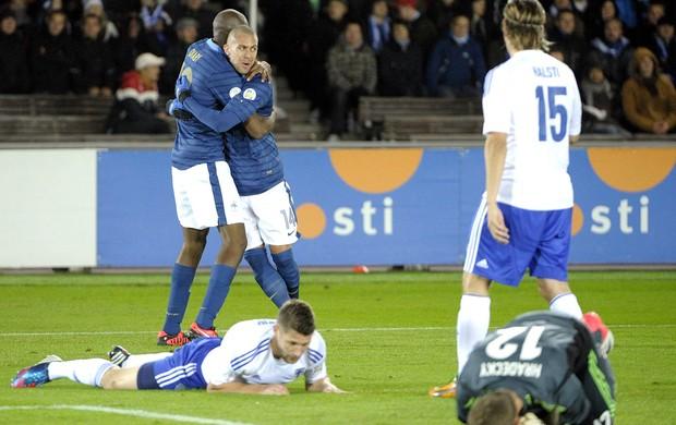 Jeremy Menez e Diaby, Finlândia x França (Foto: Agência AP)