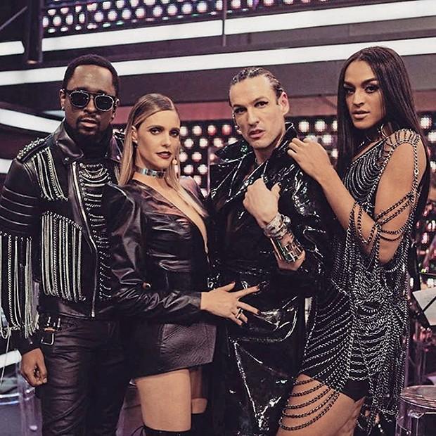 No palco de Amor e Sexo com o cantor Régis Paulino, a apresentadora Fernanda Lima e o estilista Dudu Bertholini (Foto:  )
