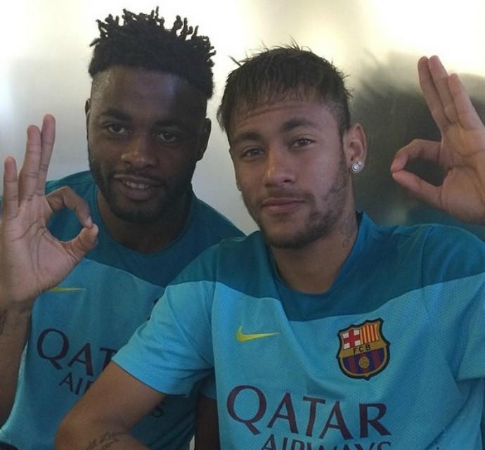 """Alex Song posa ao lado de Neymar: """"Irmão de outra mãe"""" (Foto: Reprodução / Twitter)"""