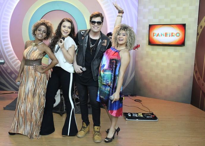 Jéssica Stephens, Fernanda Silva, Kiko Britez e Ariel cantam no 'Paneiro' (Foto: Katiúscia Monteiro/ Rede Amazônica)