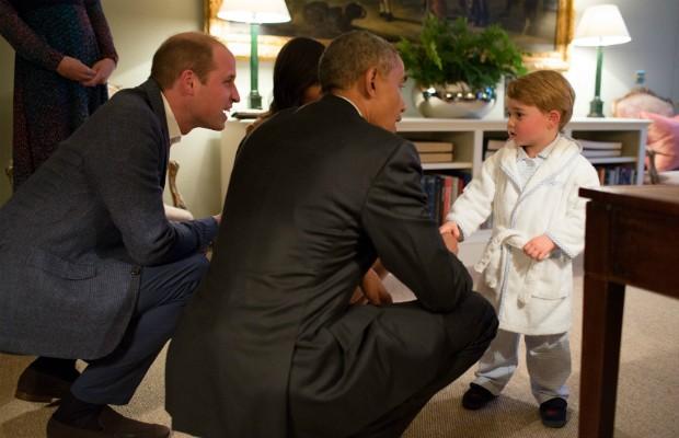 Príncipe George recebeu Obama vestindo... roupão e pijama! (Foto: Getty Images)