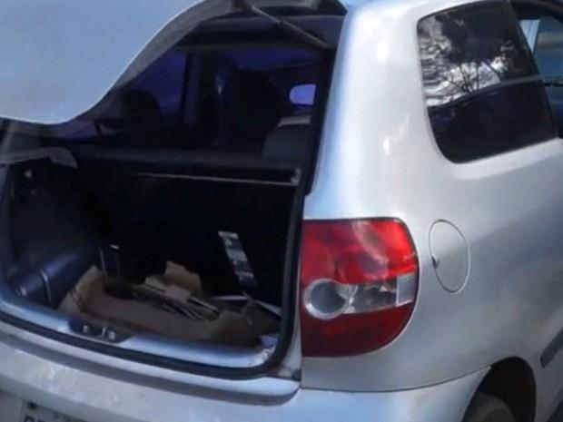 Corpo do professor foi encontrado no porta-malas do carro (Foto: Ary Molinari)
