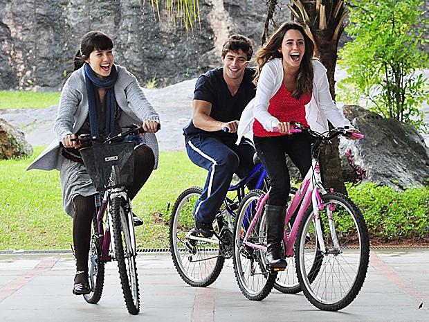 Manu, Ana e Rodrigo cresceram juntos e formaram um triângulo amoroso (Foto: Estevam Avellar / TV Globo)