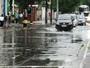 Chuva causa pontos de alagamento e deixa tráfego lento na Baixada Santista