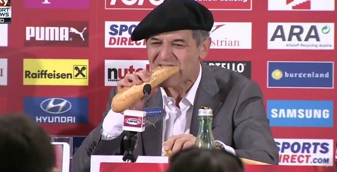 BLOG: Zoeiro, técnico da Áustria usa boina e baguete para celebra vaga na Euro