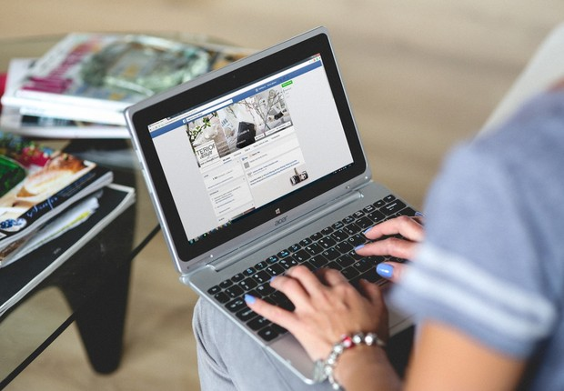 facebook, notebook, internet (Foto: Pexels)