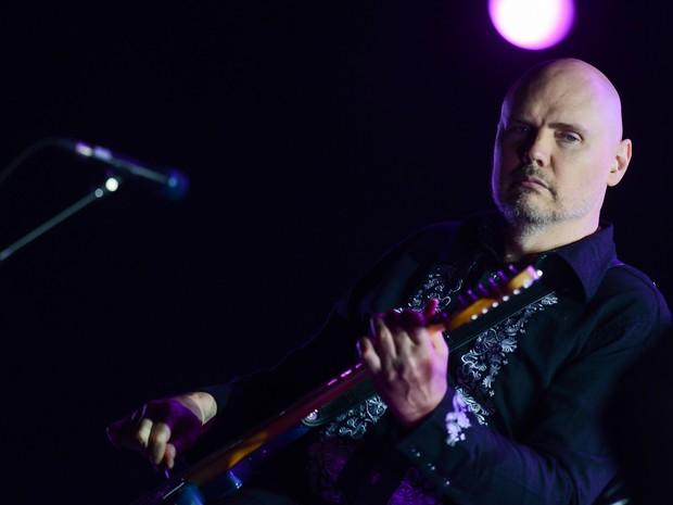 Billy Corgan toca na apresentação do Smashing Pumpkins (Foto: Flavio Moraes/G1)