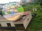 Imagens mostram momento em que casas desabam com chuva em MG