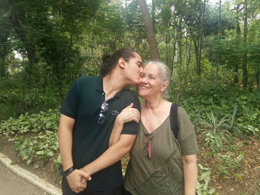 Bernardo Lucas Piñon de Manfredi diz que sua mãe, Carmen Pereira, foi essencial em seu desenvolvimento. (Foto: Arquivo pessoal)