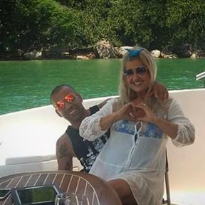 Emerson Sheik com a mãe, Carmem Lúcia (Foto: Reprodução/Instagram)
