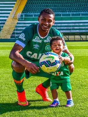 Dener Chapecoense Dia dos Pais (Foto: Francieli Constante/ACF)