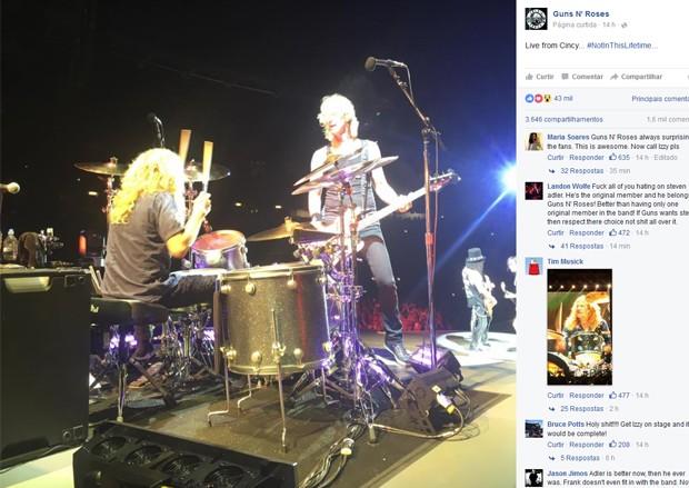 No perfil oficial do Guns no Facebook, banda mostra imagem de Steven Adler de volta à banda (Foto: Reprodução / Facebook)