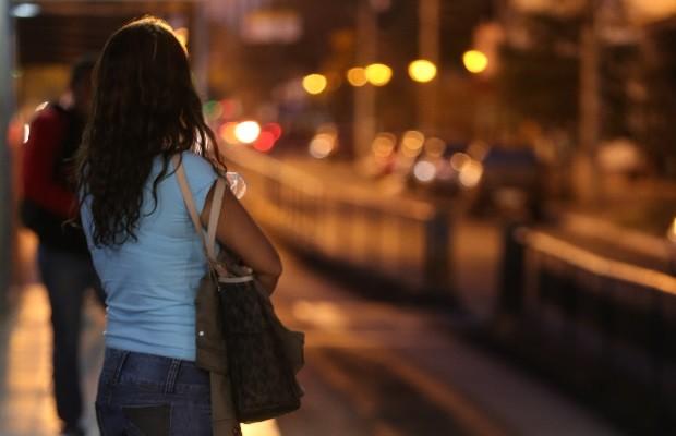 Assediada 2 vezes em ônibus, jovem consegue na Justiça que autor fique longe dela, em Goiânia, Goiás (Foto: Ricardo Rafael/O Popular)
