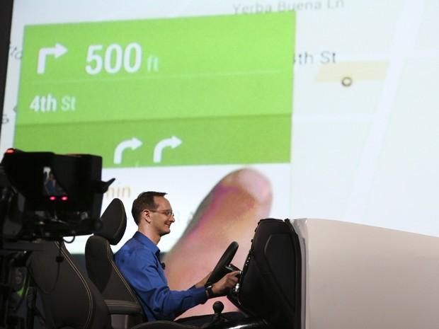 Google demonstra Android Auto durante abertura da conferência Google I/O (Foto: Elijah Nouvelage/Reuters)