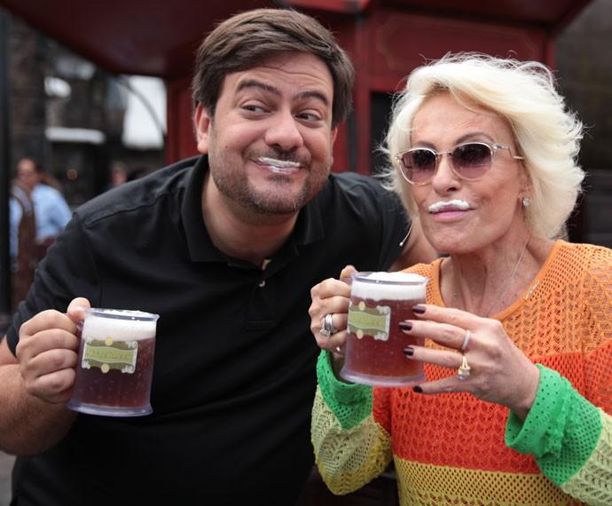 Ana Maria e Bruno Astuto provam famosa cerveja de Harry Potter (Foto: Mais Você/Gshow)