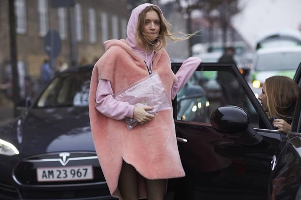 Veja dicas para usar os cape coats (Foto: Imaxtree)