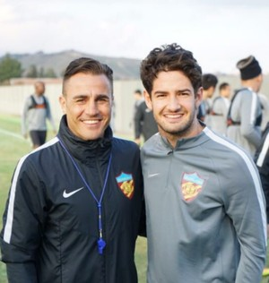 Fabio Cannavaro e Pato Tianjin Quanjian (Foto: Reprodução Twitter)