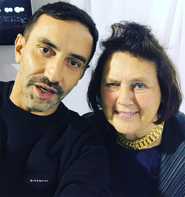 Dearest Riccardo - I guess you will be taking that 'Givenchy' label off your sweatshirt now ....  (Foto: @suzymenkesvogue)
