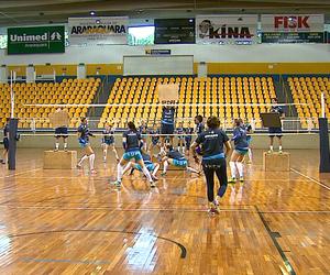 Treino do time de vôlei feminino de Araraquara - temporada 2015/2016 (Foto: Paulo Chiari/EPTV)