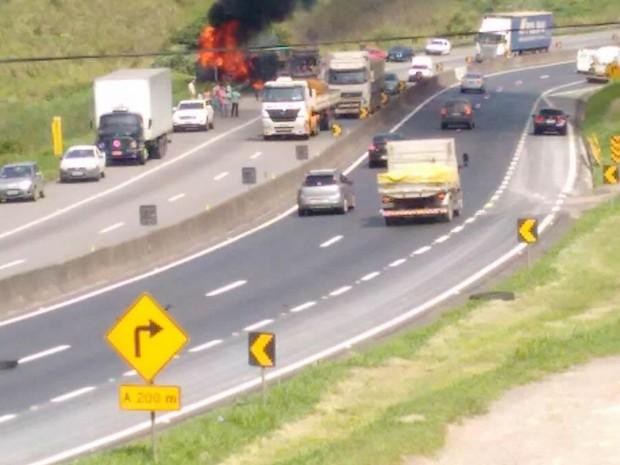 Acidente aconteceu no km 261 da Dutra (Foto: Cristiano de Souza Lourenço/Arquivo pessoal)