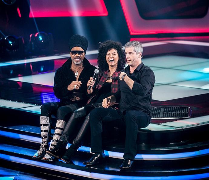 Carlinhos Brown e Victor fazem companhia a Bell Lins no palco do The Voice Kids (Foto: Isabella Pinheiro/Gshow)