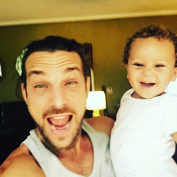 Igor Rickli com o filho (Foto: Reprodução/Instagram)