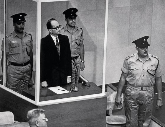 O julgamento do burocrata nazista  Adolf Eichmann em Israel (Foto: Bettmann Archive)