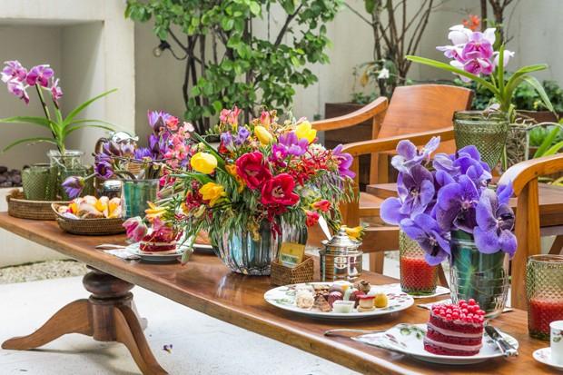 Uma mesa bem decorada e organizada é garantia de sucesso nas recepções  (Foto: Vamos Receber)