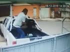 Suspeito de jogar cachorro por cima de portão é intimado pela polícia