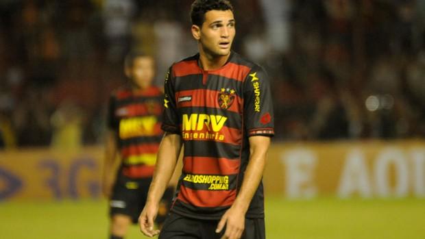 Gilberto, atacante do Sport (Foto: Aldo Carneiro / Pernambuco Press)