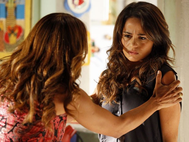 Lucimar exige que Morena fale a verdade sobre as drogas (Foto: Salve Jorge/TV Globo)